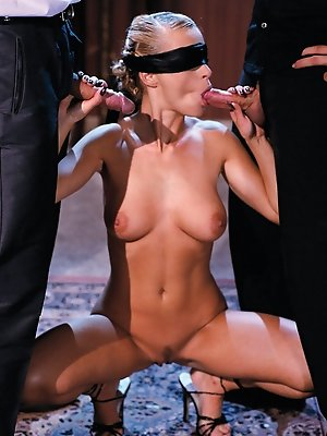 Beautiful blonde ends up playing sexual games